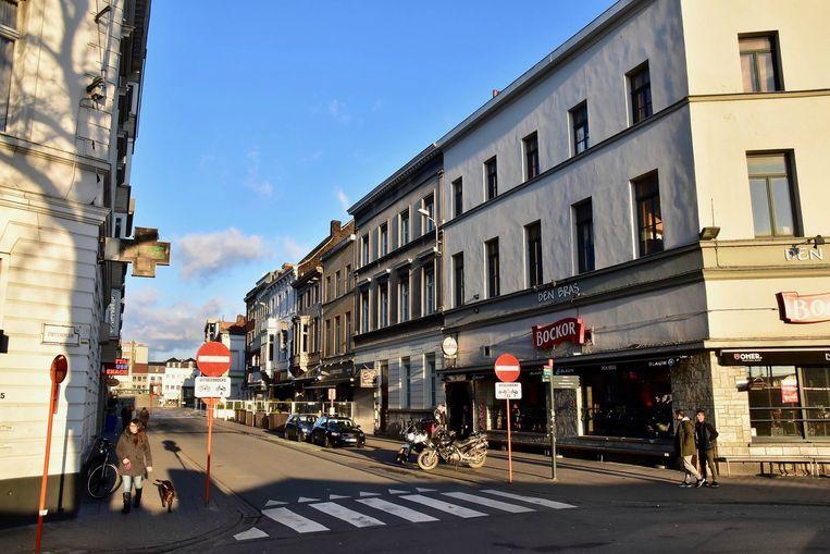 De steekpartij gebeurde in de Reynaertstraat, dé uitgaansstraat van Kortrijk.