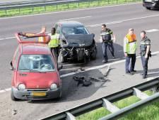 Auto's botsen op A58 bij Tilburg, een gewonde naar ziekenhuis