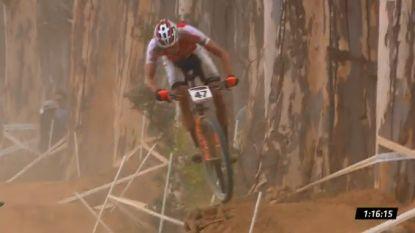 KOERS KORT: Mathieu van der Poel knap vierde in eerste WB-manche mountainbike - Dumoulin stapt uit Tirreno na val