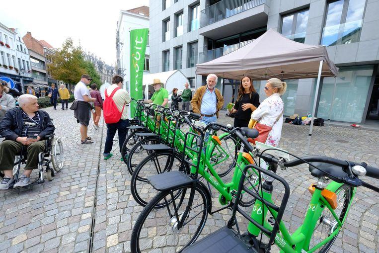 De Mobit-fietsen hebben een opvallende groene kleur.
