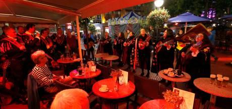 Tuna's brengen zomeravond terug in herfstig Eindhoven