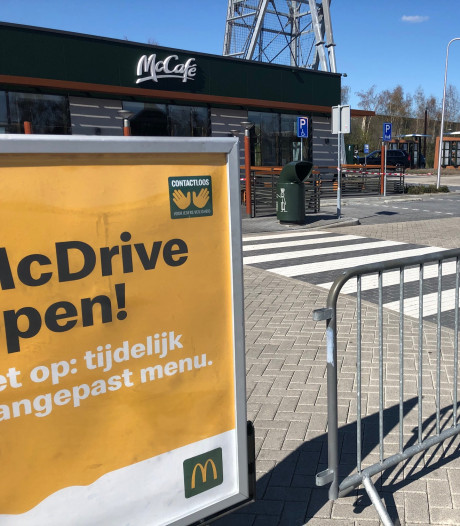 McDonald's dicht? Dan maar naar de McDrive, dachten veel Bergenaren... tegelijk