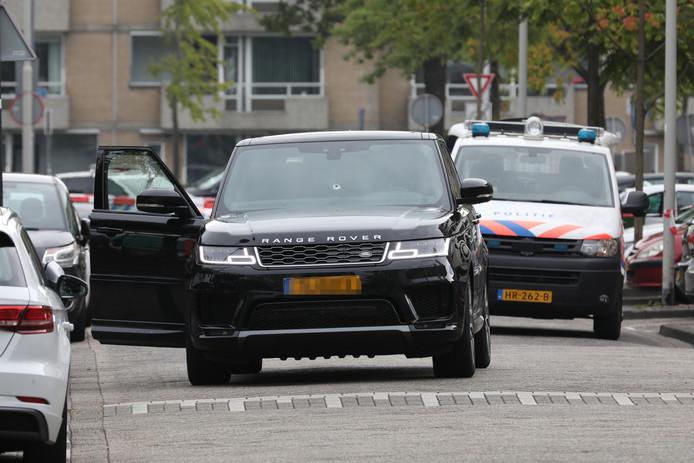 De beschoten Range Rover.