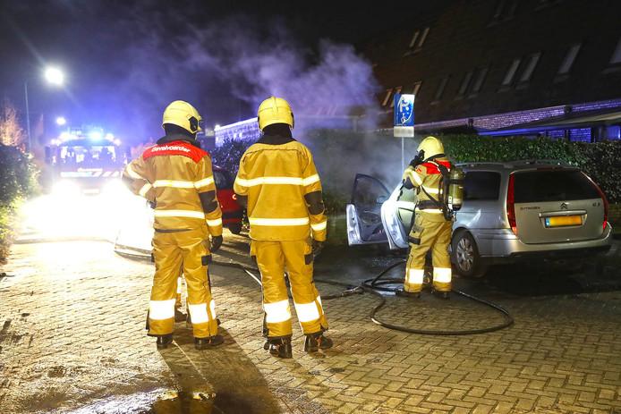 Auto op invalidenparkeerplaats in brand in Berghem.