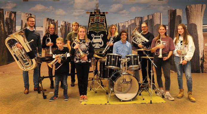 Vlnr voorste rij: Bram, Loura, Wouter, Angela en Evi. Achterste rij: Gerjo, Daphne, Arco, Jinty en Evert