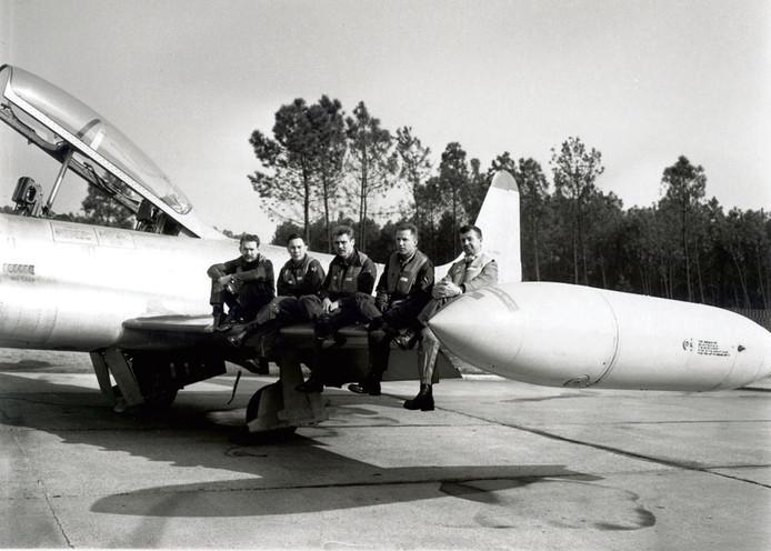 Whisky Four in 1965, v.l.n.r. Henk van Dommelen, Ruud Liem, Harry Peerboom, Hans Sommer en reserve Achiel Helderweirt. foto Archief Luchtmacht