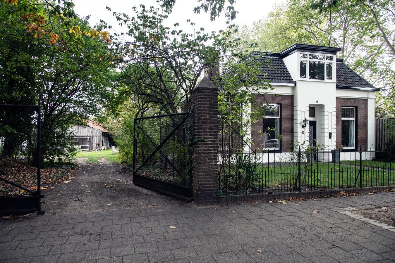 De grond rond het perceel Biezenstraat 16 is ernstig verontreinigd met lood en moet binnen een jaar worden gesaneerd.