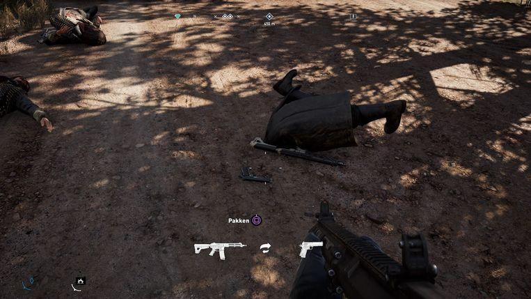 Een neergeschoten vijand zit plots half in de grond te spartelen.