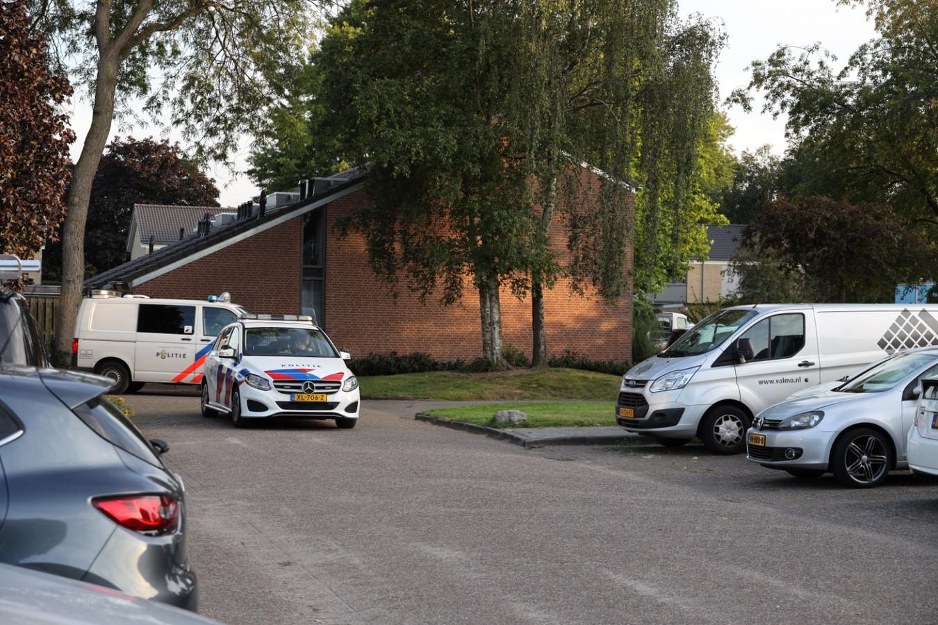 De politie houdt vijf mensen aan bij een vechtpartij op de Akkerwinde in Sprang-Capelle.