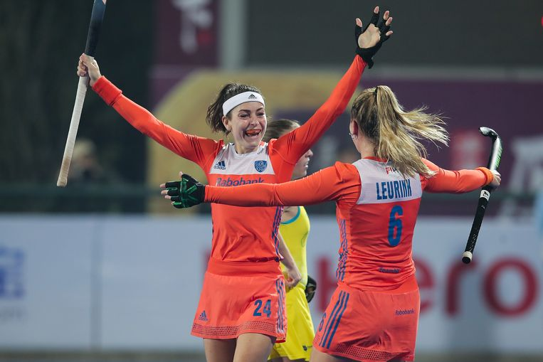 Nederlandse spelers vieren een doelpunt op Australië in Changzhou, China. Beeld Getty Images for FIH