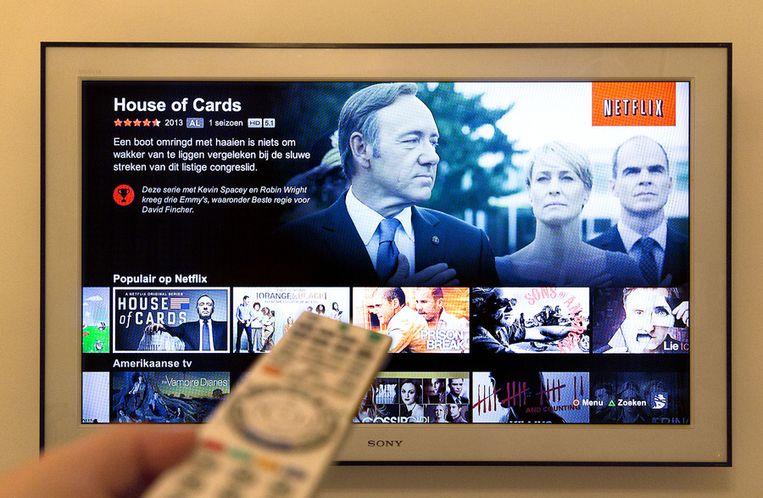 Een tv-scherm toont het menu van Netflix. Beeld anp
