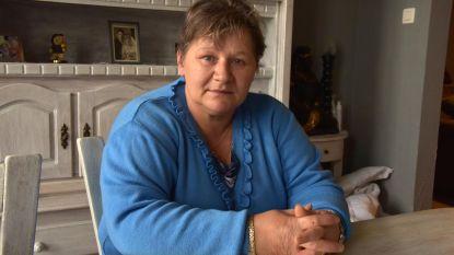 """Pascale (49): """"Wie vindt het kettinkje met assen van mijn overleden moeder?"""""""