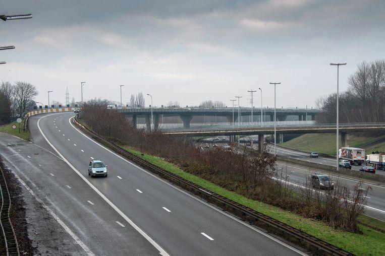 In de bocht van de E19 naar de binnenring gebeurden zondag verschillende ongevallen.