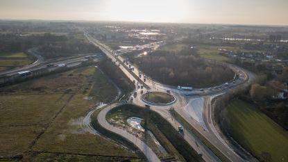 """Op- en afrittencomplex E17 en carpoolparking Den Beer zijn klaar: """"Geen gevaarlijke manoeuvres meer op N60"""""""