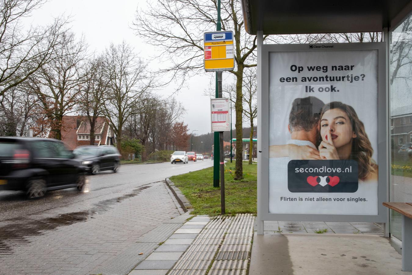 In Rhenen werden de reclames uit de bushokjes verwijderd.