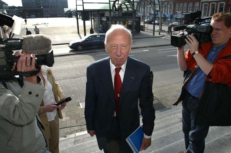 Voormalig Rotterdams politiecommissaris Blaauw arriveert in april 2002 bij het gerechtshof in Leeuwarden, toen het hof uitspraak deed in het herzieningsproces in de Puttense moordzaak. Beeld anp