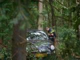 Vrouw naar ziekenhuis na botsing tegen twee bomen in Ulvenhout
