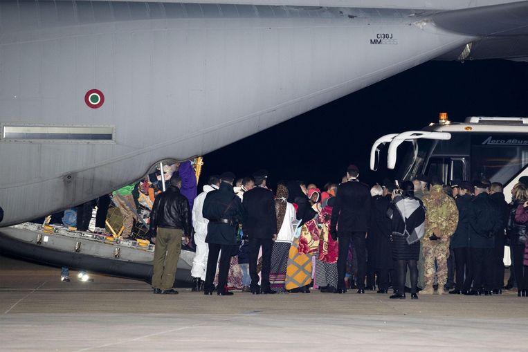 Gisteren landden in Rome twee militaire Italiaanse vliegtuigen met in totaal 162 vluchtelingen uit Eritrea, Ethiopië, Somalië en Jemen aan boord.