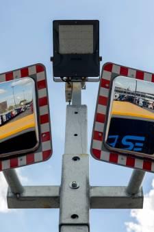 Inklimmers en askruipers wagen leven bij terminal