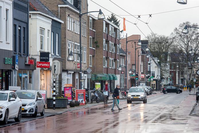 De Velpse Hoofdstraat kan hoogstens als schakel dienen tussen de twee aansluitende delen van de snelfietsroute richting Arnhem en Rheden.