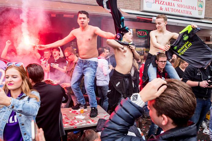 EINDHOVEN - Stratumseind viert de titel van PSV