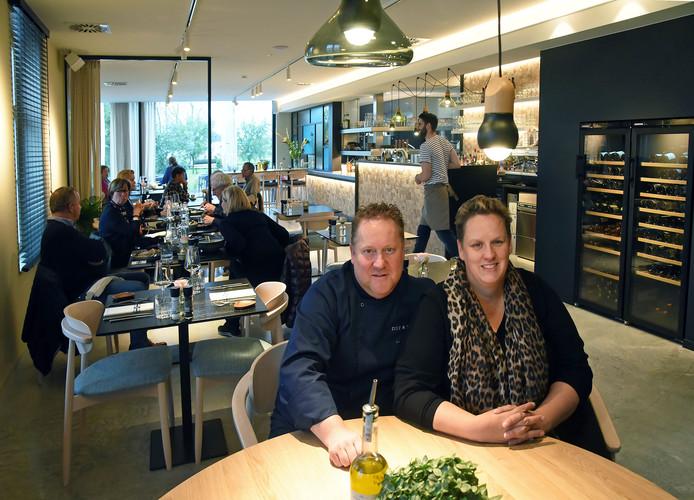 Uitbaters Dimitri Valkx en Annika Hollebek in hun nieuwe zaak.