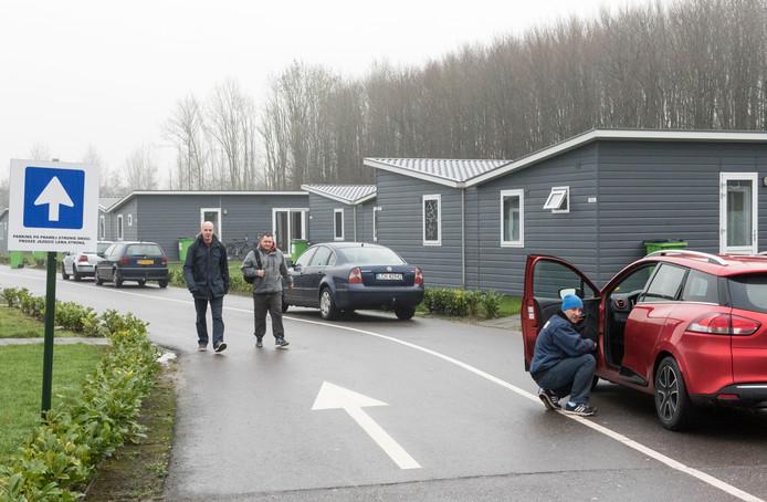 Het park aan de Bosruiterweg, waar honderden arbeidsmigranten zijn gehuisvest, moet volgens de SP het keurmerk worden ontnomen.