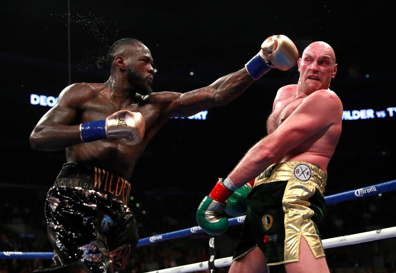 Deontay Wilder (links) versus Tyson Fury (rechts) tijdens bokspartij WBC World Heavyweight Title in Los Angeles, Verenigde Staten.