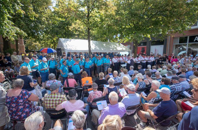Veel publiek voor het shantykorenfestival in Edei