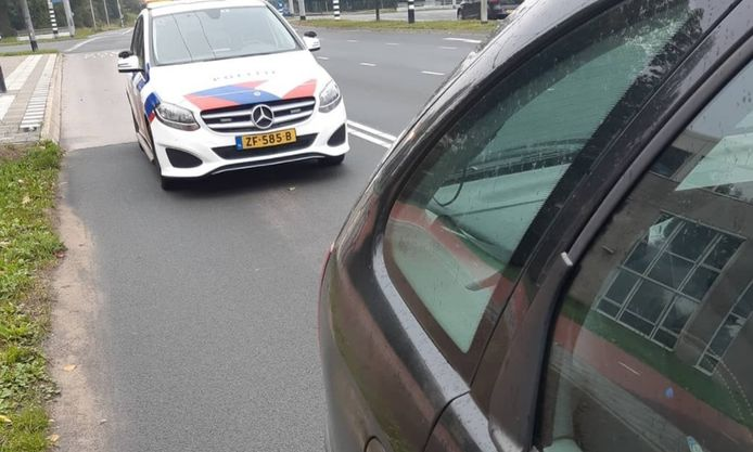 De politie heeft de man aangehouden voor rijden zonder rijbewijs.