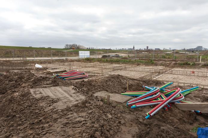 De bouw van De Stelt Zuid, de nieuwe boomgaardwijk in de Waalsprong,  is vrijdag officieel gestart. Woningcorporatie Talis bouwt hier met aannemer de Vree en Sliepen als eerste.