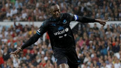 Usain Bolt kroont zich in droomarena naast voetballegendes tot grote held, al etaleert één man tot ieders verbazing nóg snellere beentjes