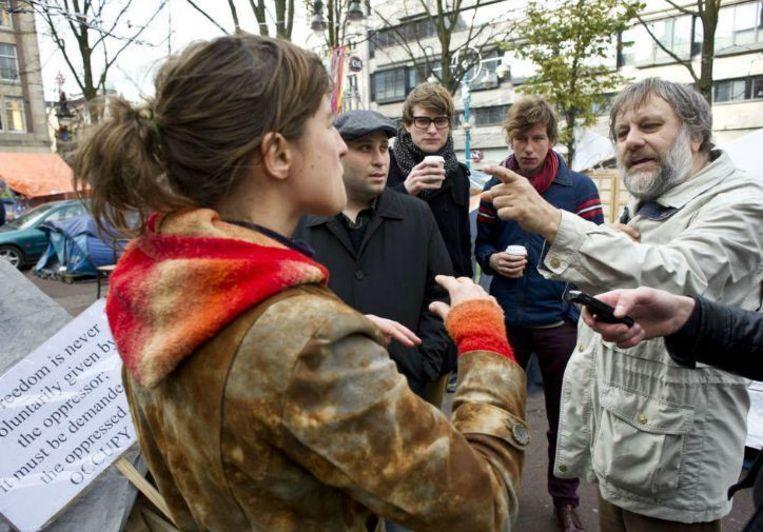 De Sloveense cultuurfilosoof Slavoj Žižek bezocht eind 2011 de deelnemers van Occupy Amsterdam die op het Beursplein in Amsterdam hun kampement hadden opgeslagen. Beeld Patrick Post