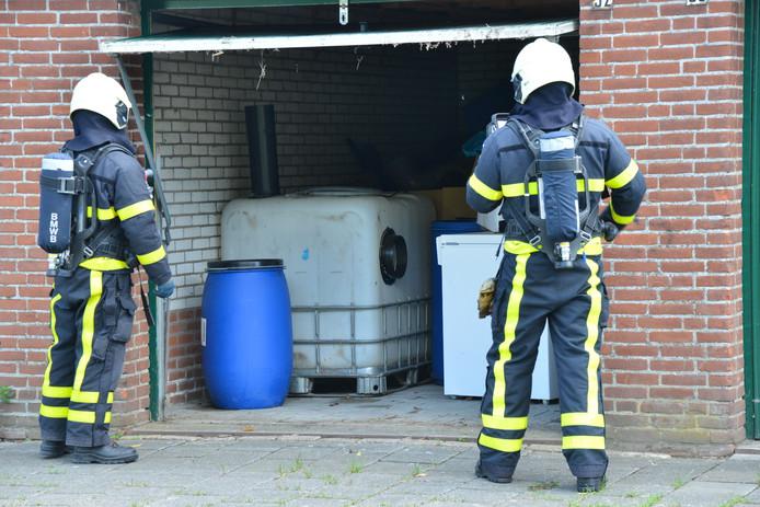 Brandweer bij de garagebox in Breda.