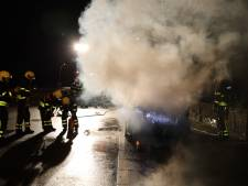 Auto vliegt in brand op Midden-Brabantweg bij Loon op Zand