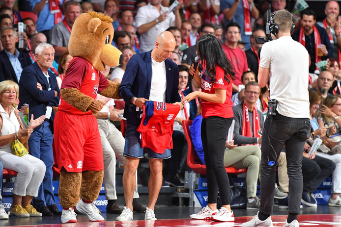 Arjen Robben tijdens een wedstrijd van de basketbaltak van Bayern München.