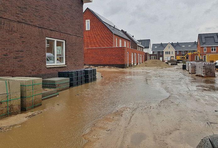 Het water kan niet weg op het KVL-terrein