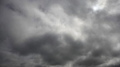 """Code geel: hevige rukwinden en buien, donderdag """"bomcycloon"""" voorspeld"""