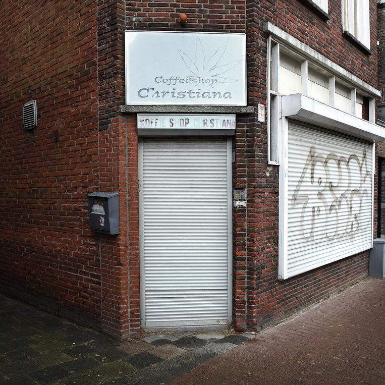 De gesloten coffeeshop Christiana in Roosendaal. Beeld Marcel van den Bergh