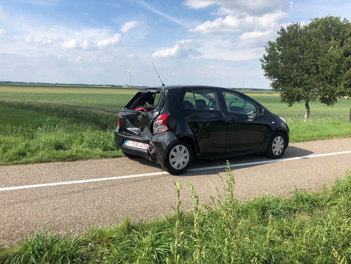 De auto raakte flink beschadigd door de kop-staart botsing.