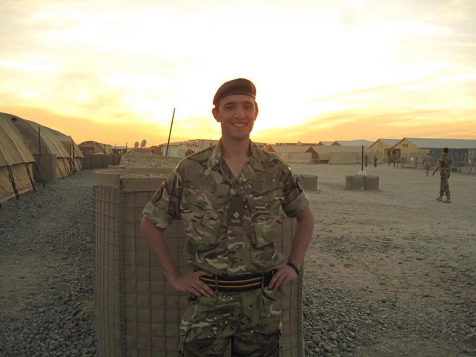 Hannah Winterbourne (30) ging als man het leger in, maar besloot vijf jaar geleden - tijdens een missie in Afghanistan - om verder te gaan als vrouw.