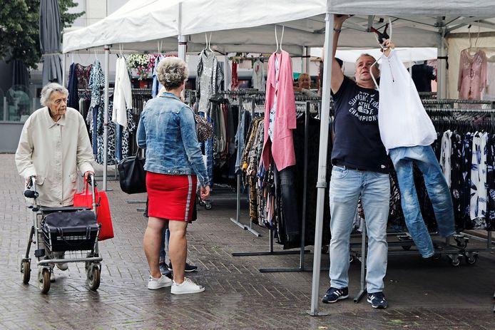 De warenmarkt verdwijnt uiterlijk in juli van de Heuvel in Oss.