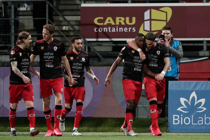 Ahmad Mendes Moreira viert zijn doelpunt tegen Jong AZ. Het bleek niet de winnende treffer.