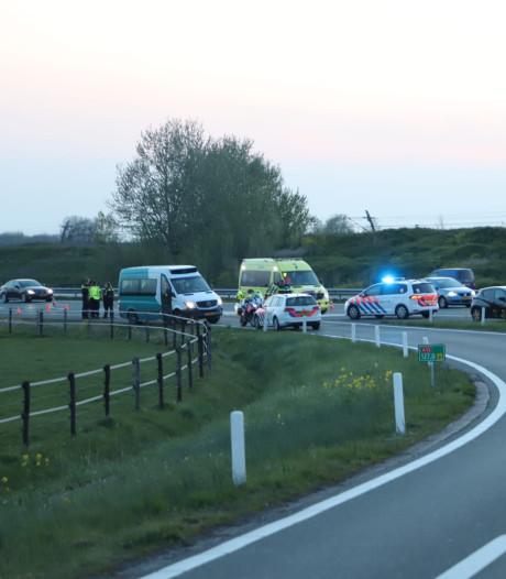 Verkeersruzie oorzaak steekpartij op A15 bij Tiel,  motorrijder nog niet opgepakt