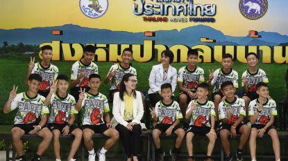 """Kerngezonde Thaise voetballertjes geven persconferentie: """"Geprobeerd om tunnels naar buiten te graven"""""""