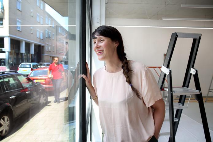 Galerie Contour opent over anderhalve week in de Josephstraat in Rotterdam-West. Eigenaresse Muriël Mager heeft er vertrouwen in dat ze succesvol zal zijn, ondanks de malaise in de galeriewereld.