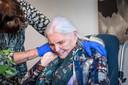 Dochter Christel en moeder Rikie van Daelen waren dinsdag weer even samen in verpleeghuis De Honinghoeve.