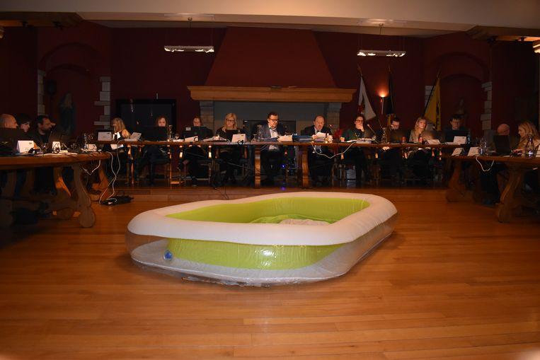 Om middernacht begon burgemeester Guido De Padt aan zijn uiteenzetting.