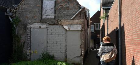 Winkeliers Grotestraat Waalwijk knappen strategisch steegje op