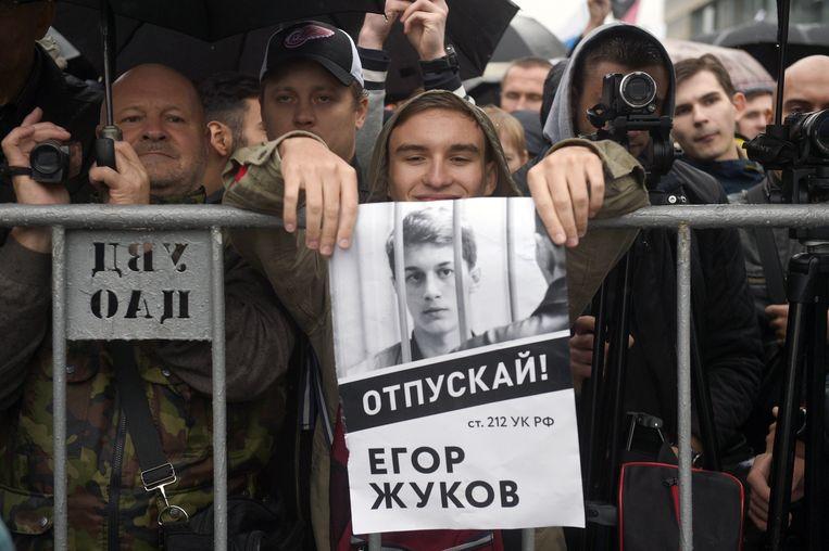 """Op de poster staat te lezen dat """"Egor Zhukov vrijgelaten moet worden""""."""